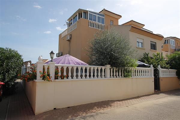 ID4319 RENOVATED Corner Town House 3 bedrooms Torrevieja, Costa Blanca